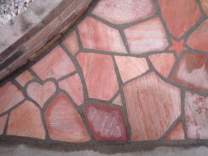 お客様のリクエストでハートや星などの石をちりばめメルヘンな石貼りに…