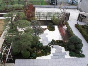 駐車スペースまわり や 外柵・アプローチの他、中庭は和風庭園にリフォーム