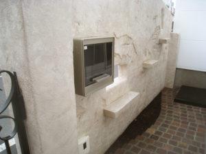 壁の後ろ側… ポストは実用的な前入れ後出しを取付
