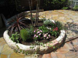 サークル花壇はモルタル造形を使って… これだけでも雰囲気が違います