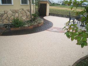 管理しやすい砂利舗装の庭にリフォーム