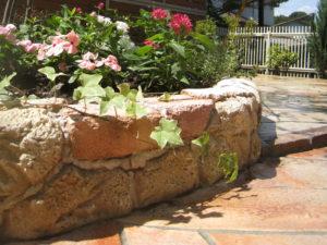 まるで、本当に石やレンガを積んだような仕上りは迫力あります