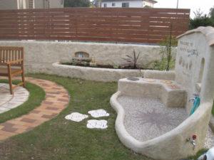 大きな立水栓と花壇… 庭の風景が楽しくなります