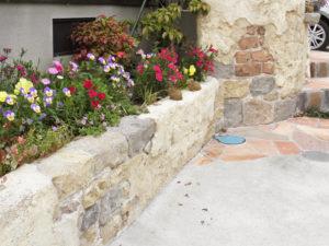 この花壇は、既存のブロック塀を使いリフォームしました