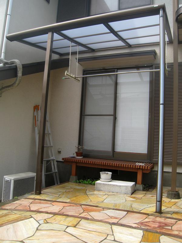 テラス屋根の屋根材の交換… これだけでも新鮮な雰囲気