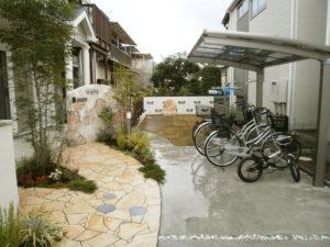 駐車スペース・アプローチ・サイクルポート・植栽など、盛りだくさんの施工です