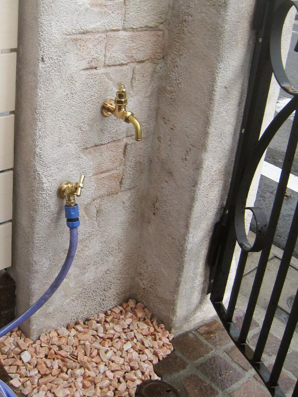 門柱の後ろ側には、水栓を… スペースの有効活用