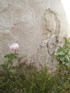 いつもいつも思いますが、モルタル造形には植栽が必要…