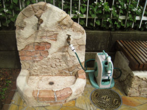 モルタル造形の立水栓… ユニット式でなく、珍しく現場での施工です