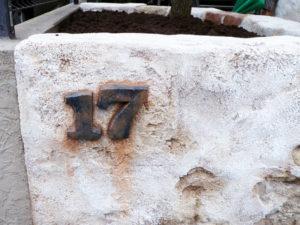 こだわりのナンバー… このプレートもモルタル造形で施工
