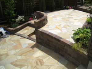 高さの変化が庭の面白さを演出してくれるデザインです