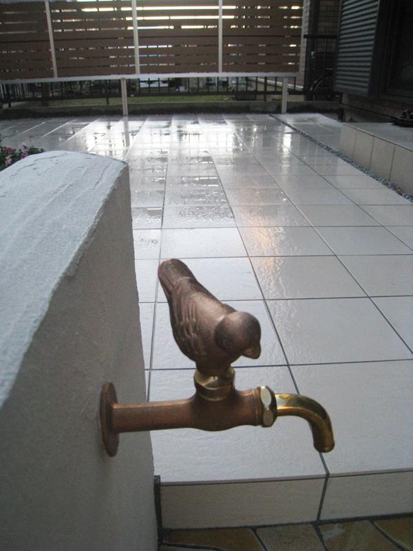 階段脇に作った この水栓が今回一番のアイデア!かと思うのですが…
