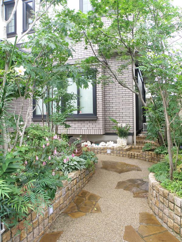 和庭も洋庭も良い空間が出来たと思い… 楽しい工事を感謝です