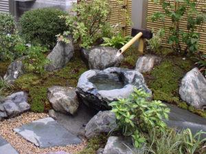 東京都清瀬市 施工[自然石水鉢を使った つくばい]