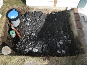 ⑥砕石などで地面を固めて、モルタルで下地を作ります