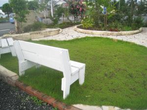 後日… 芝生を貼って、木々も大きくなって、良い雰囲気に