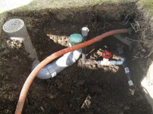 ⑤既存の給排水配管を立水栓の下にならない場所に配管し直します
