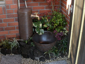 埼玉県和光市 施工[タカショー 陶器製和風水栓柱と水鉢]